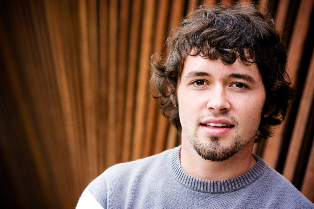 hairstyles for men with thick curly hair: loose curly bangs
