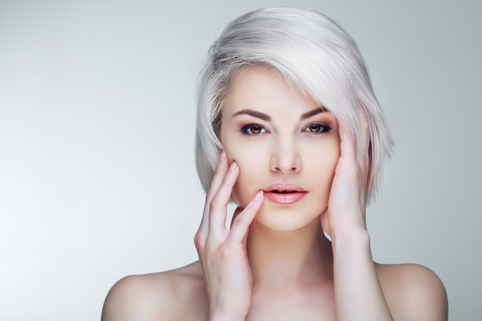 Short Haircuts For Oval Faces Women