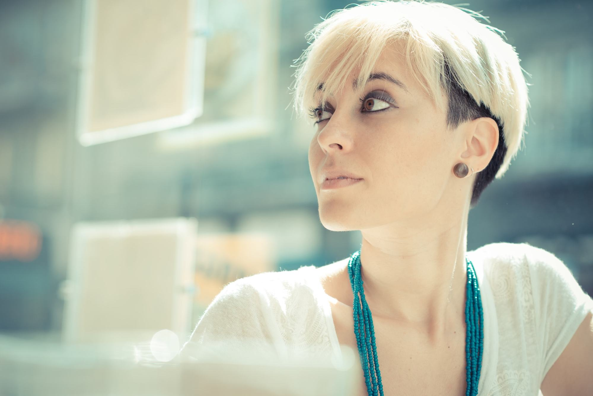 short haircuts for oval faces white blonde rooted pixie undercut