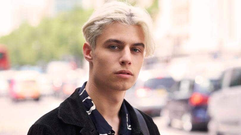 short hairstyles for men with thick hair middle part