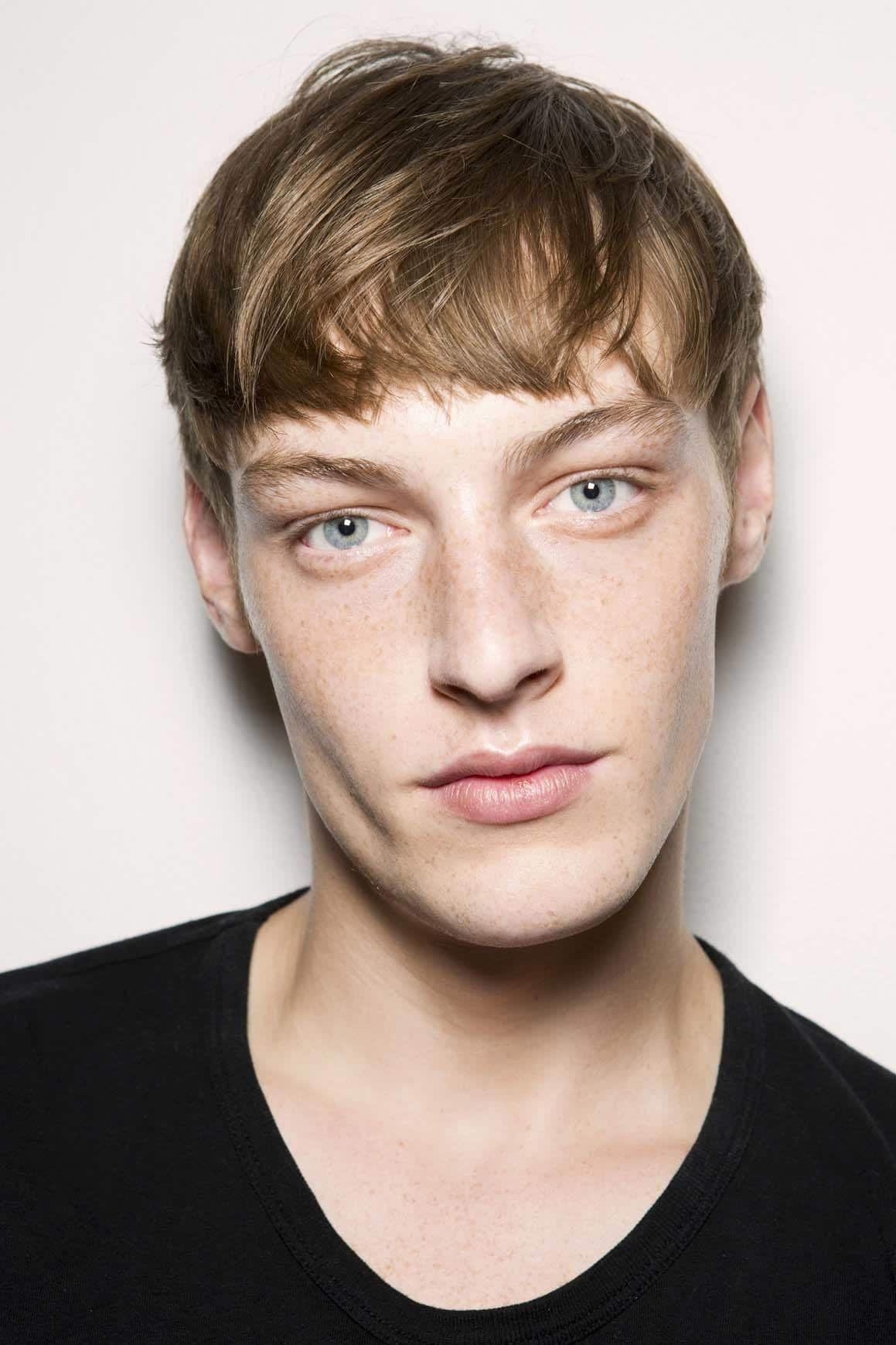 Tapered haircut with messy fringe.