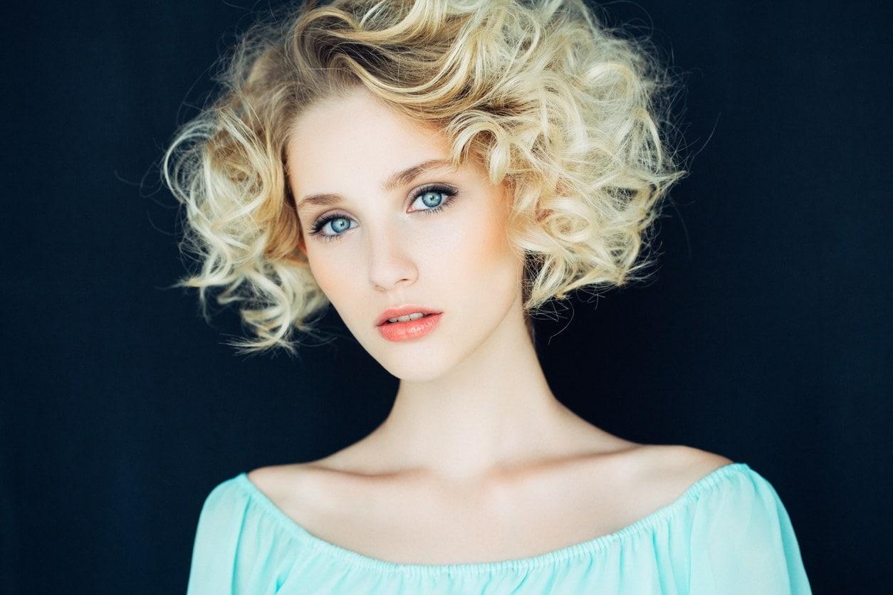 short blonde hair curly bob