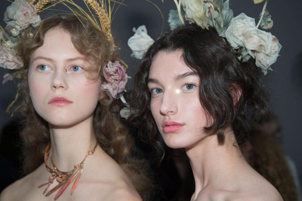 easy prom hairstyles: bushy curls