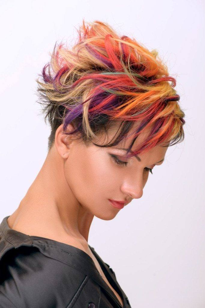 pixie cuts for curly hair highlights
