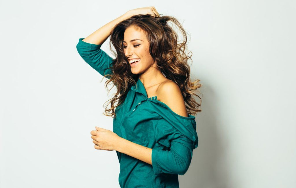 long hair with short layers shiny highlights messy curls