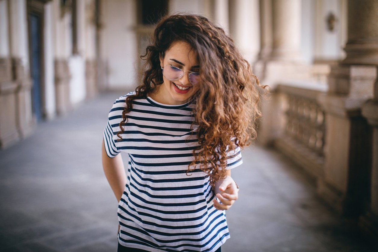 curly hair hairstyles side part