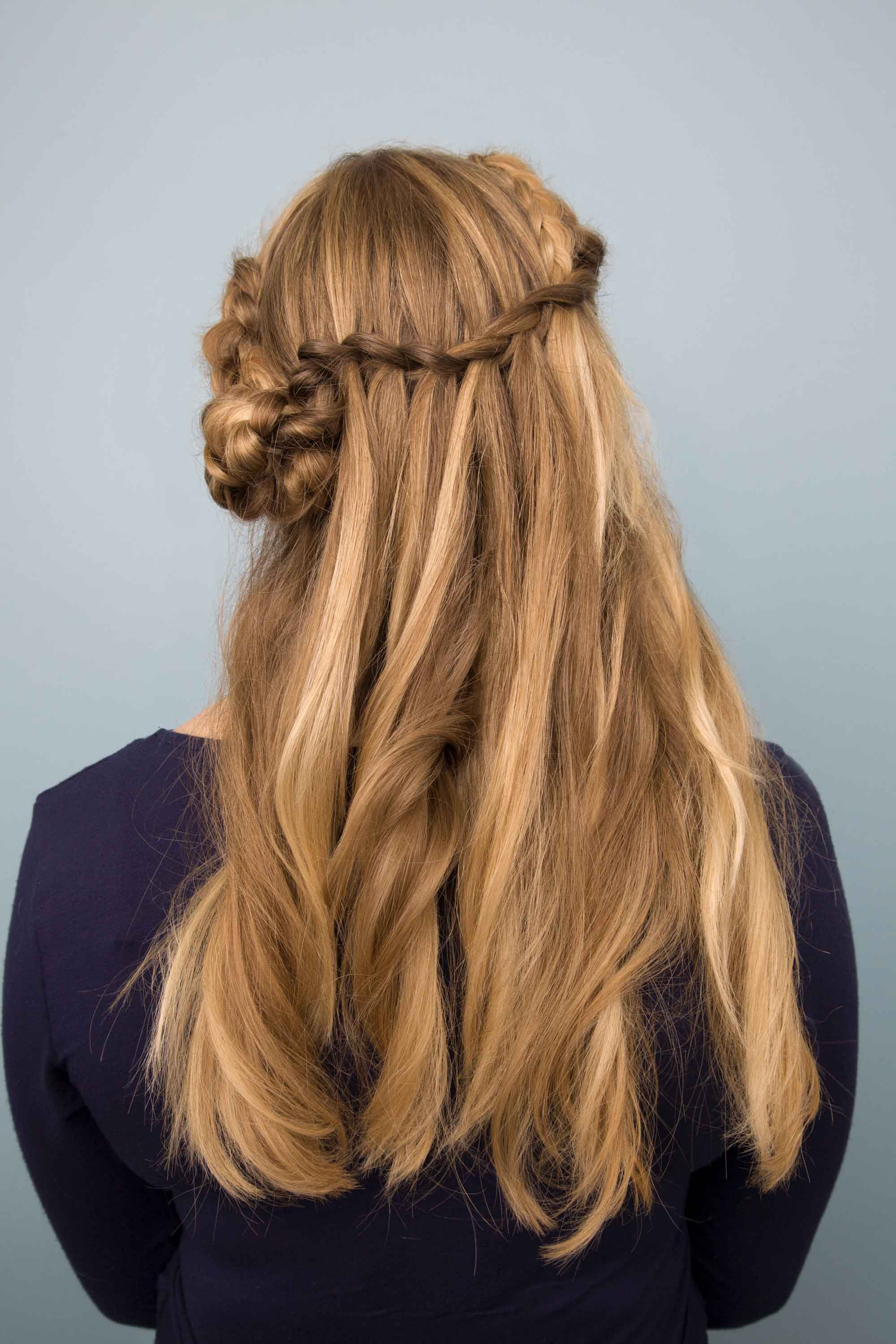 One Look To Rule Em All 24 Renaissance Hairstyles That We Re Still