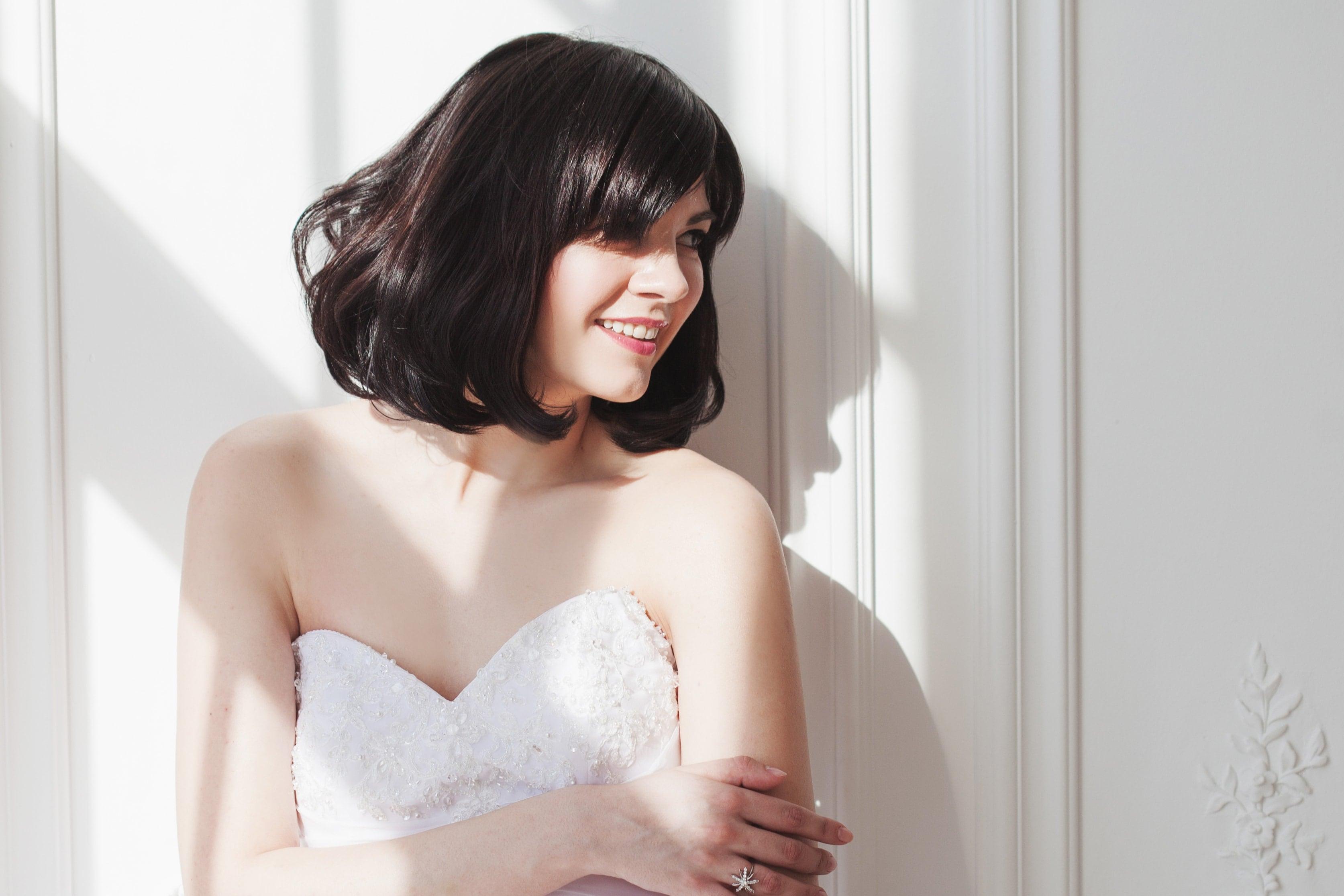 short messy hairstyles long bangs volumized blowout brunette