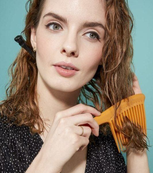 how to brush curly hair comb through