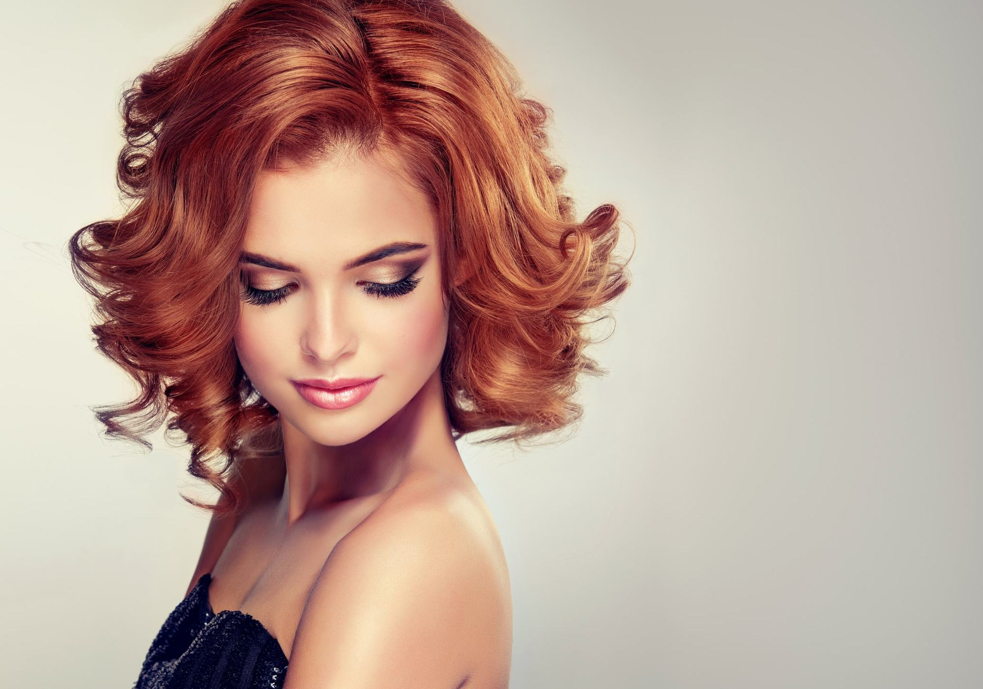 1940s hairstyles curled bob red