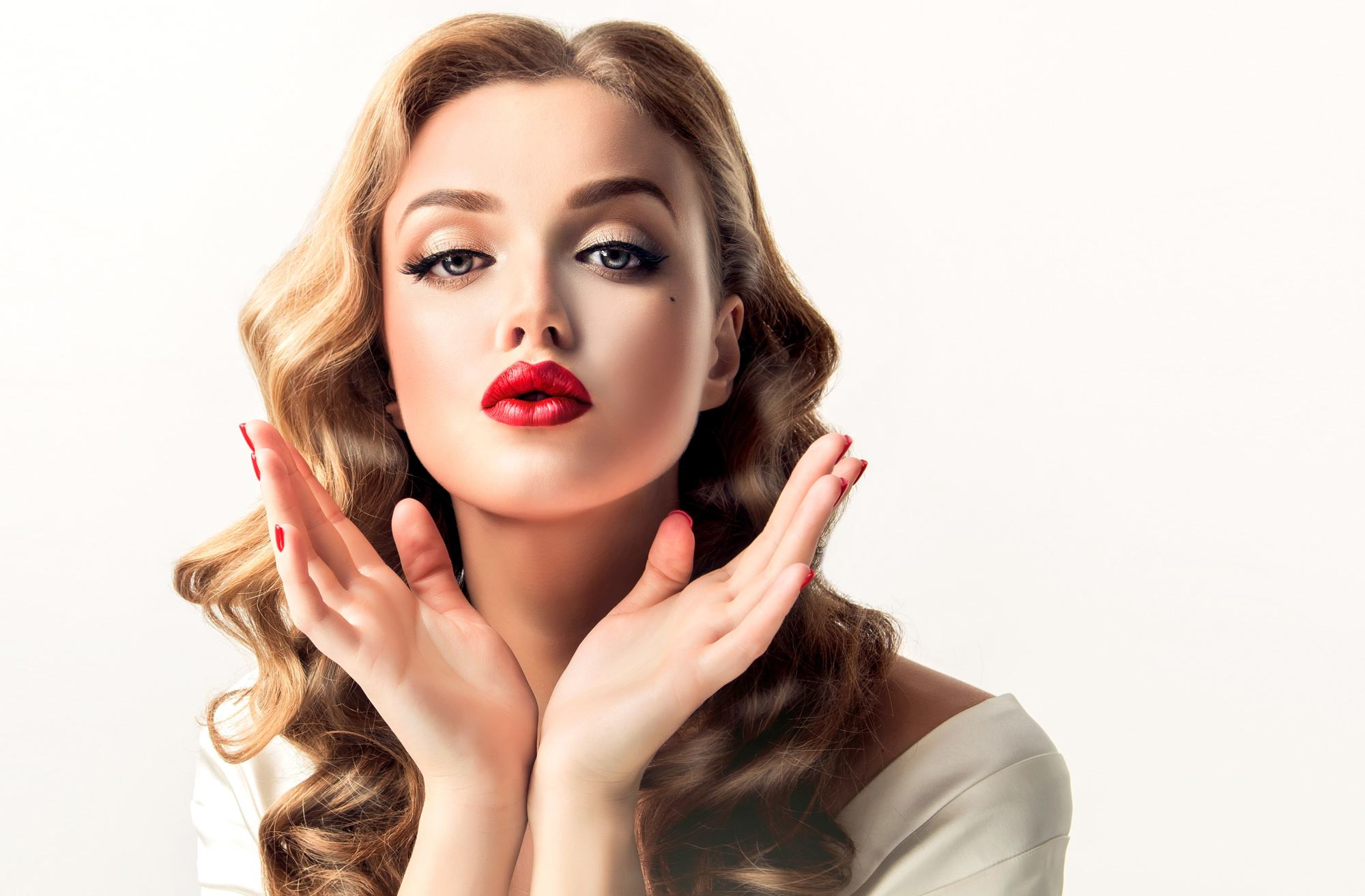 1940s hairstyles side part pin curls