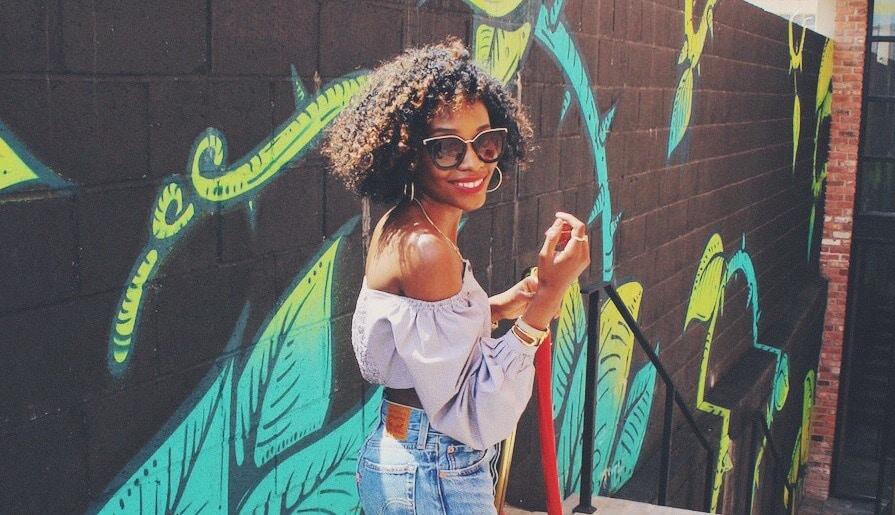 style salt spray on natural hair: curls