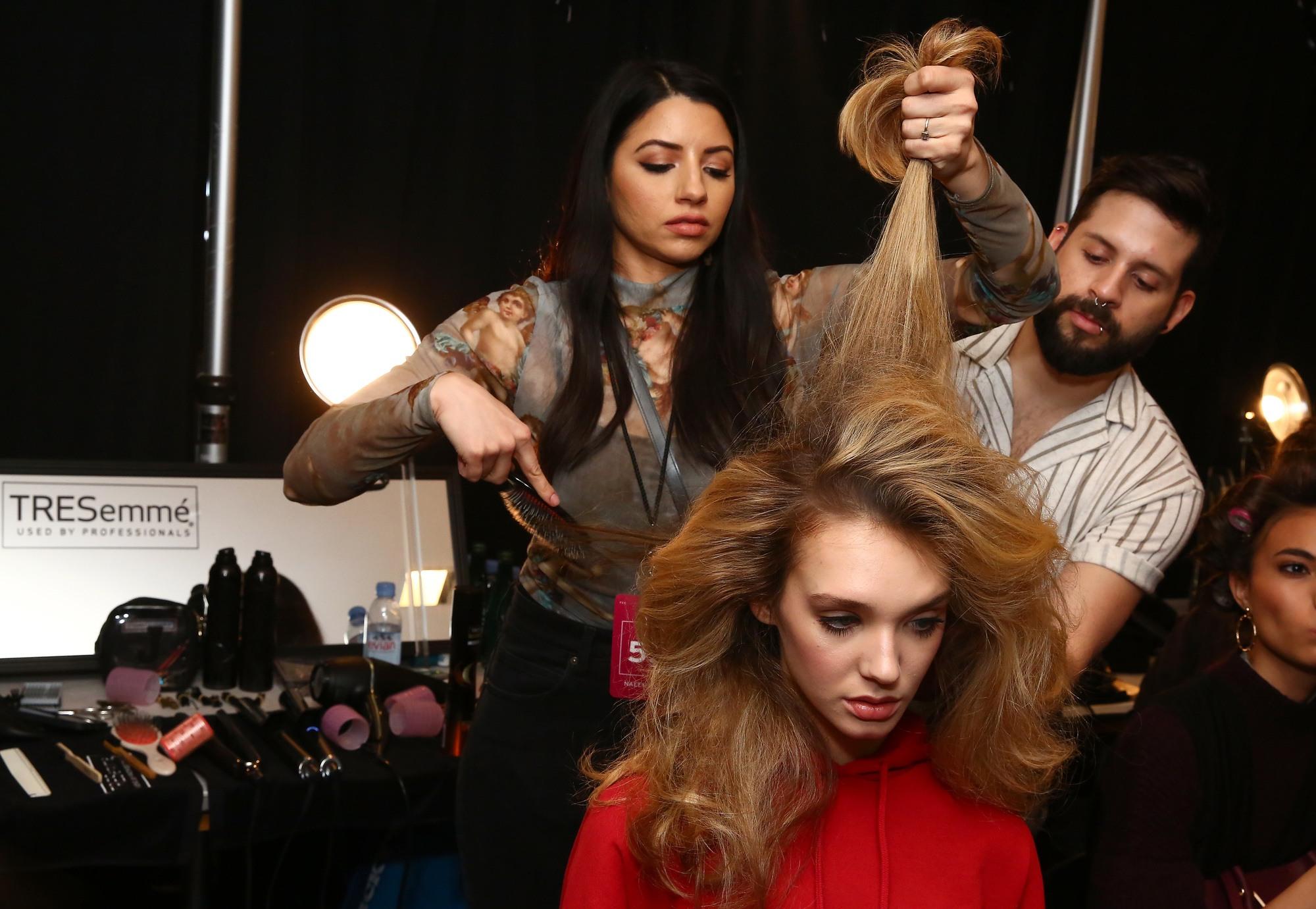 70s hair: Justine Marjan teasing hair for volume