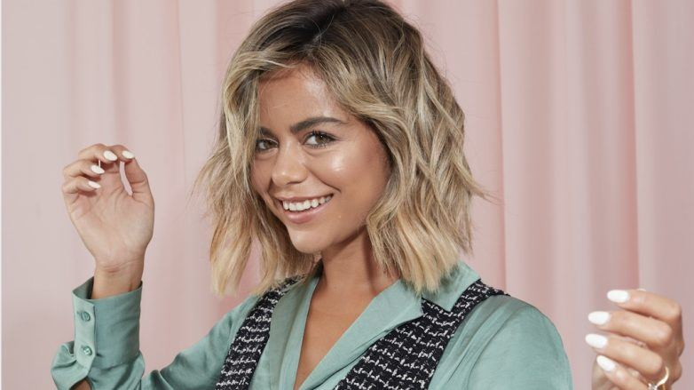 How To Curl Short Hair With A Straightener In 6 Easy Steps