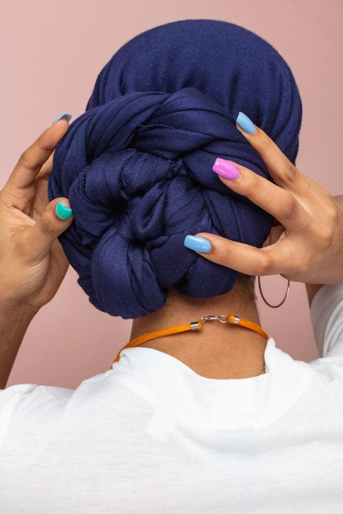 head scarf: coil ends