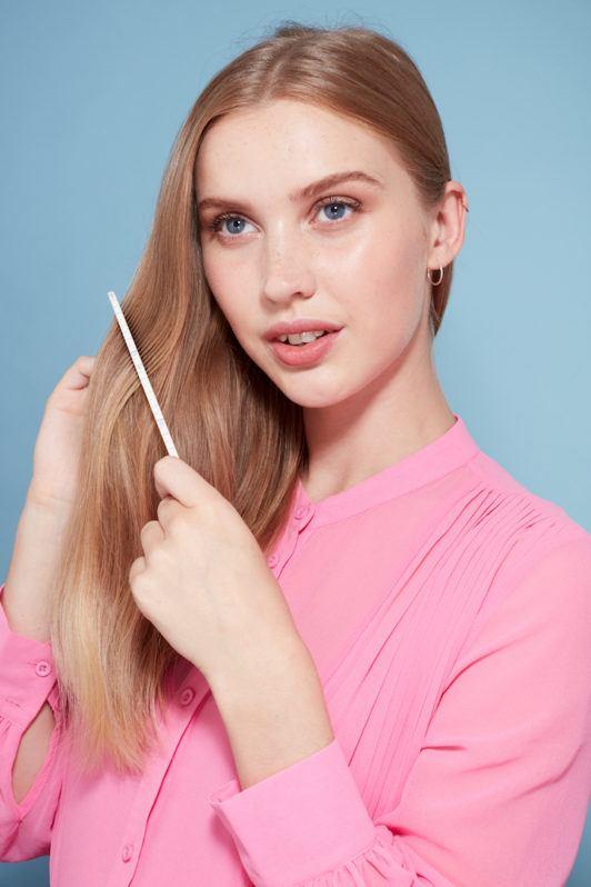 how to create big curls: detangle hair