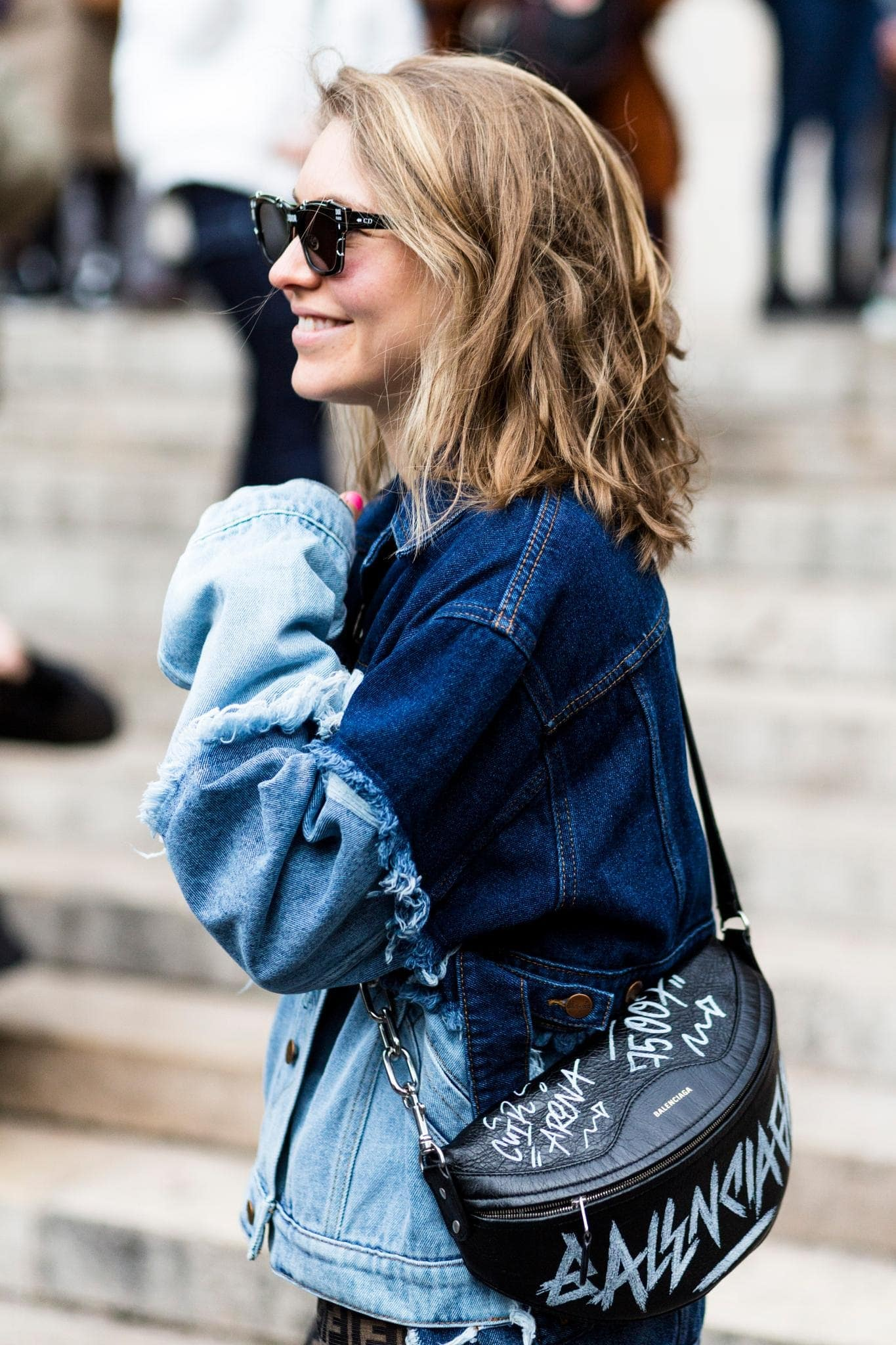 summer hairstyles and trendy sunglasses easy waves