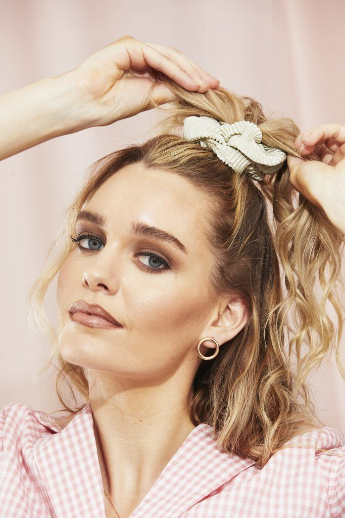 Hairstyles For Frizzy Hair Embrace Your Texture All Things Hair Us