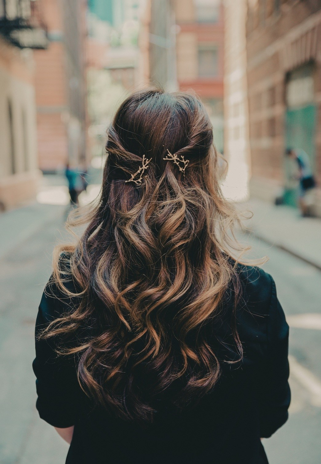curls that last balayage half up clips