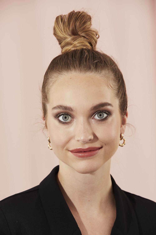 professional work hairstyles sleek bun