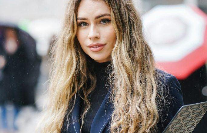 long sandy natural blonde hair balayage wavy hair
