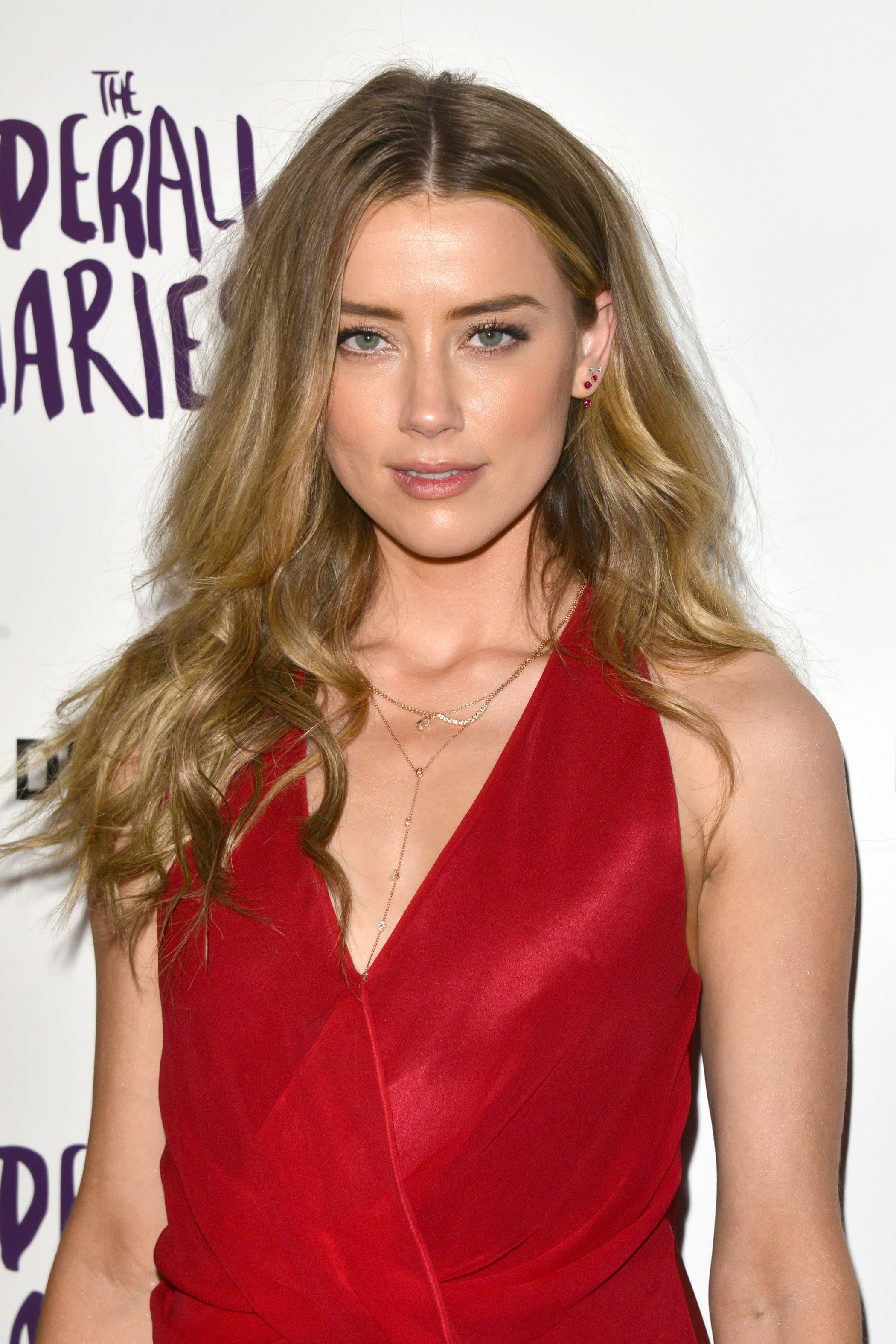 Amber Heard - long loose waves dirty blonde hair worn to the side