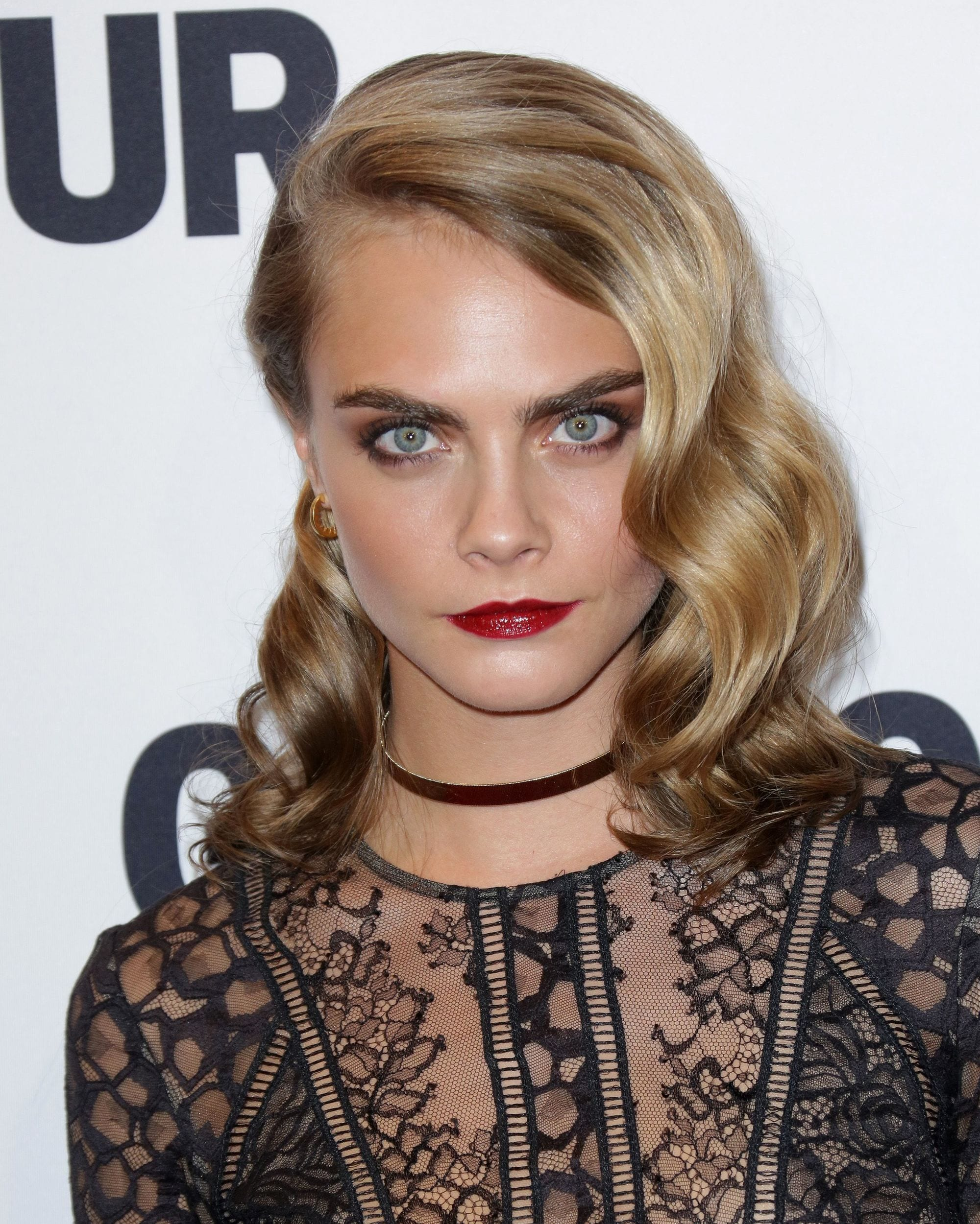 Dirty blonde hair - Cara Delevingne wears her hair with a side part and hollywood waves finish