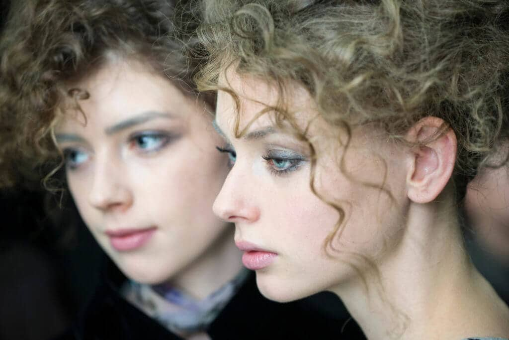 short curly hairstyles for date niight 2016