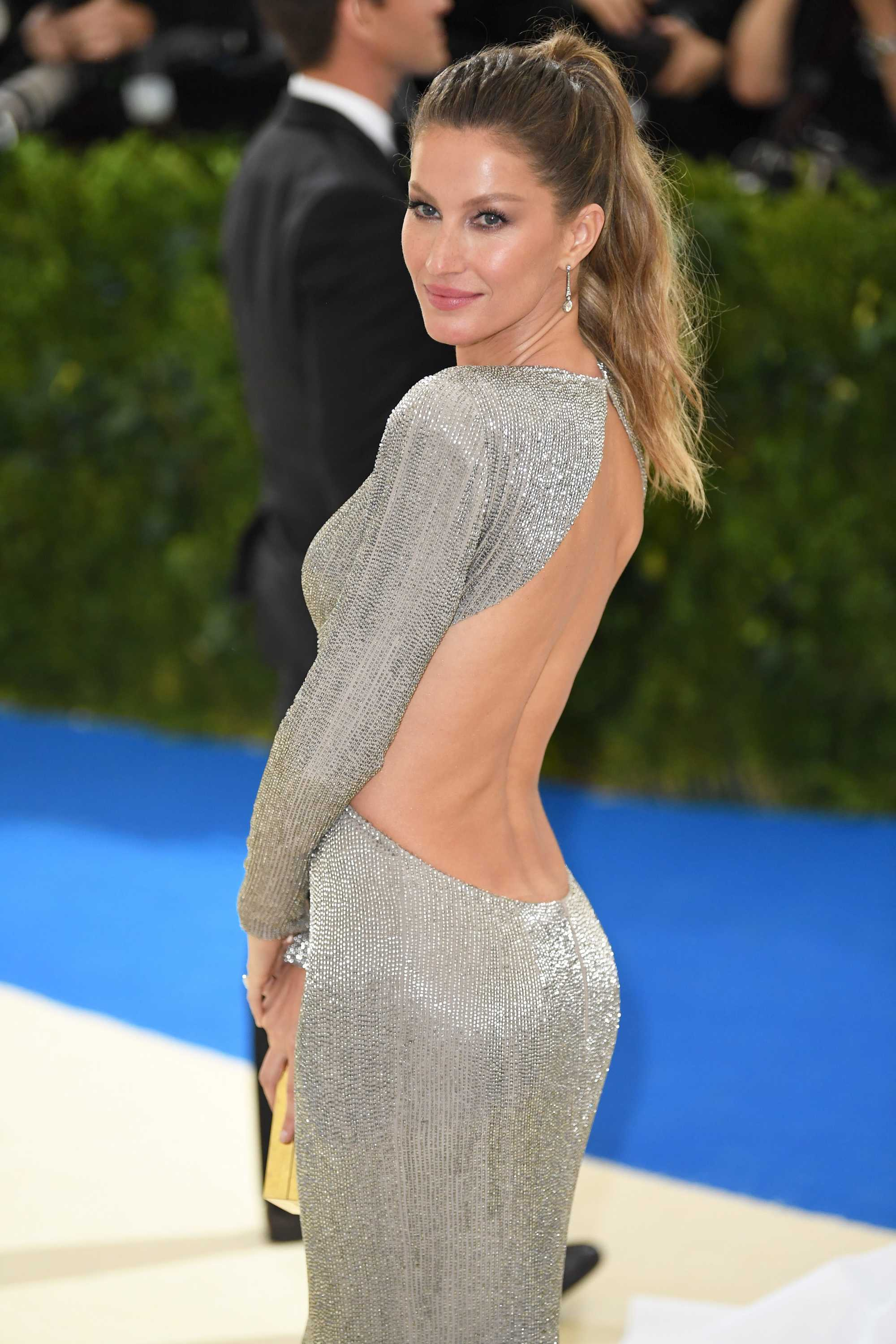 Dirty blonde hair - Gisele wearing her golden tresses in a high ponytail