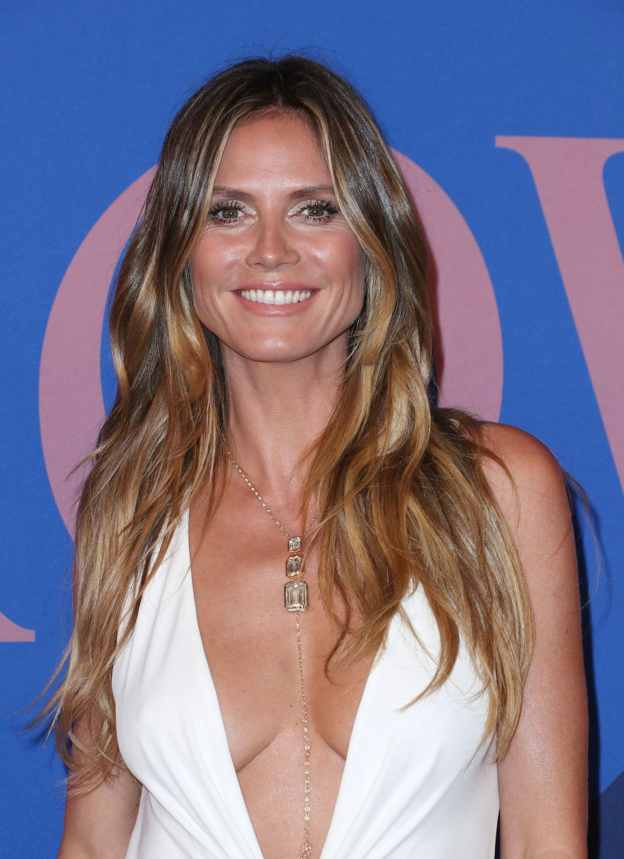 Dirty blonde hair - Heidi Klum wears her long hair with loose waves and centre part