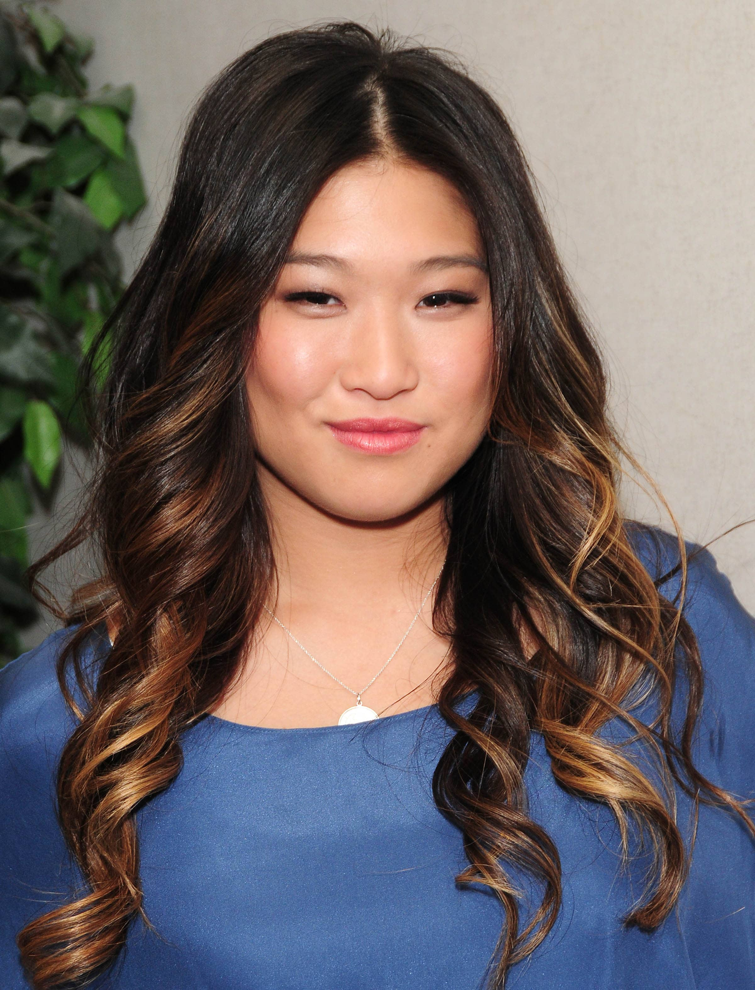 Brown hair with blonde highlights: Glee actress Jenna Ushkowitz with long curly brunette hair and peekaboo blonde highlights