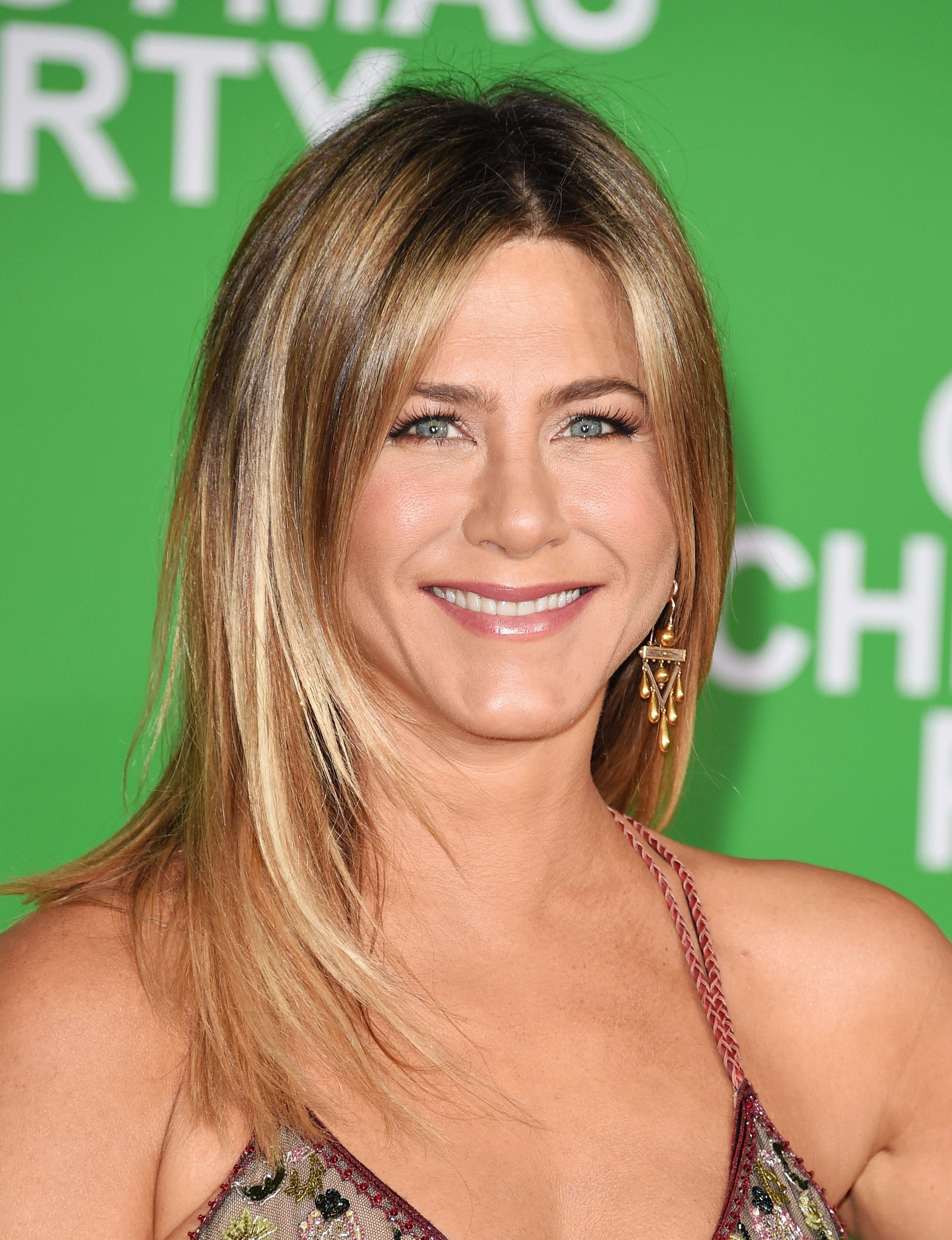 Brown hair with blonde highlights: Jennifer Aniston with blonde and caramel highlighted shoulder length layered hair