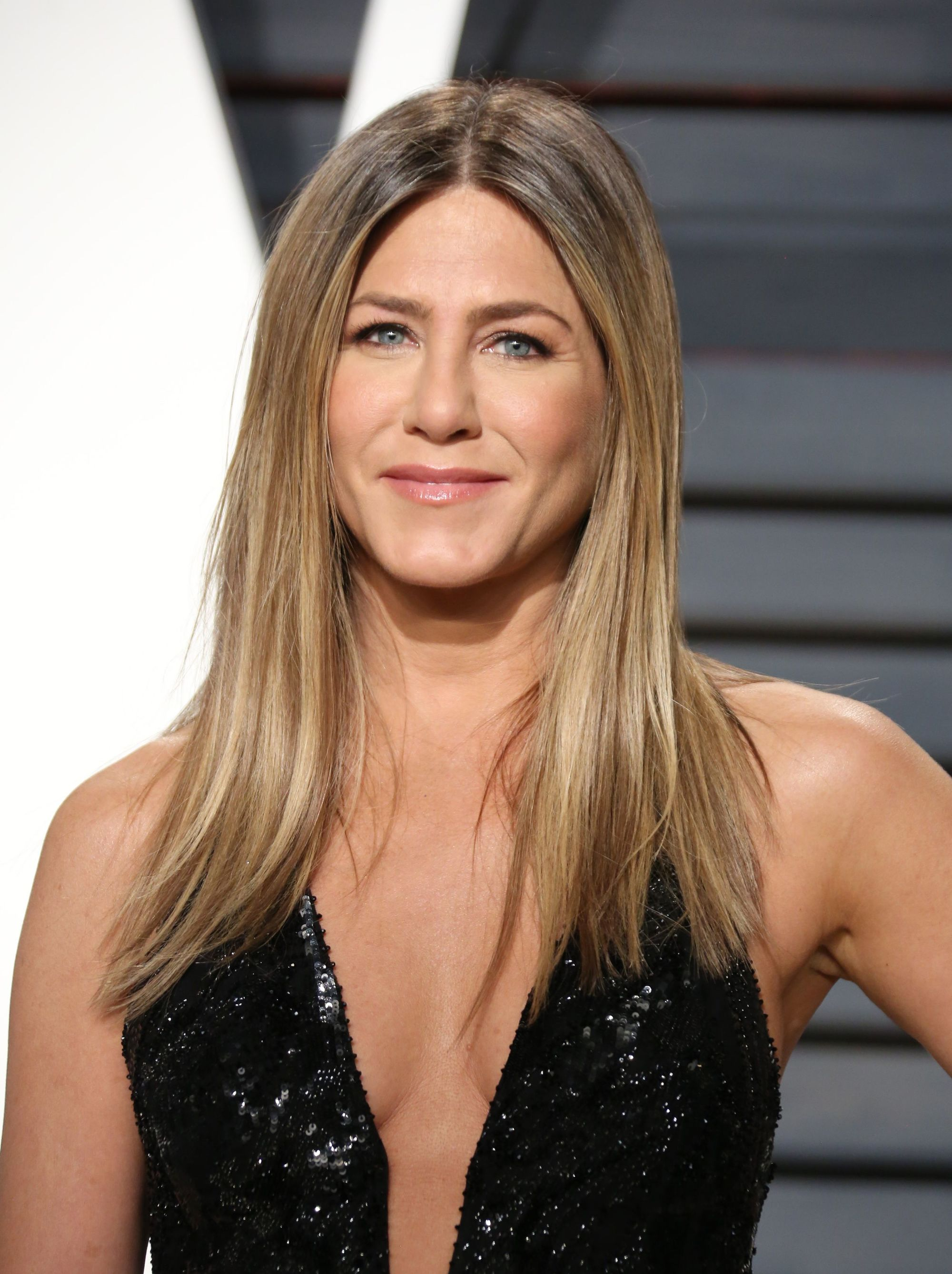 Dirty blonde hair - Jennifer Aniston wears her mid-length hair straight with centre part