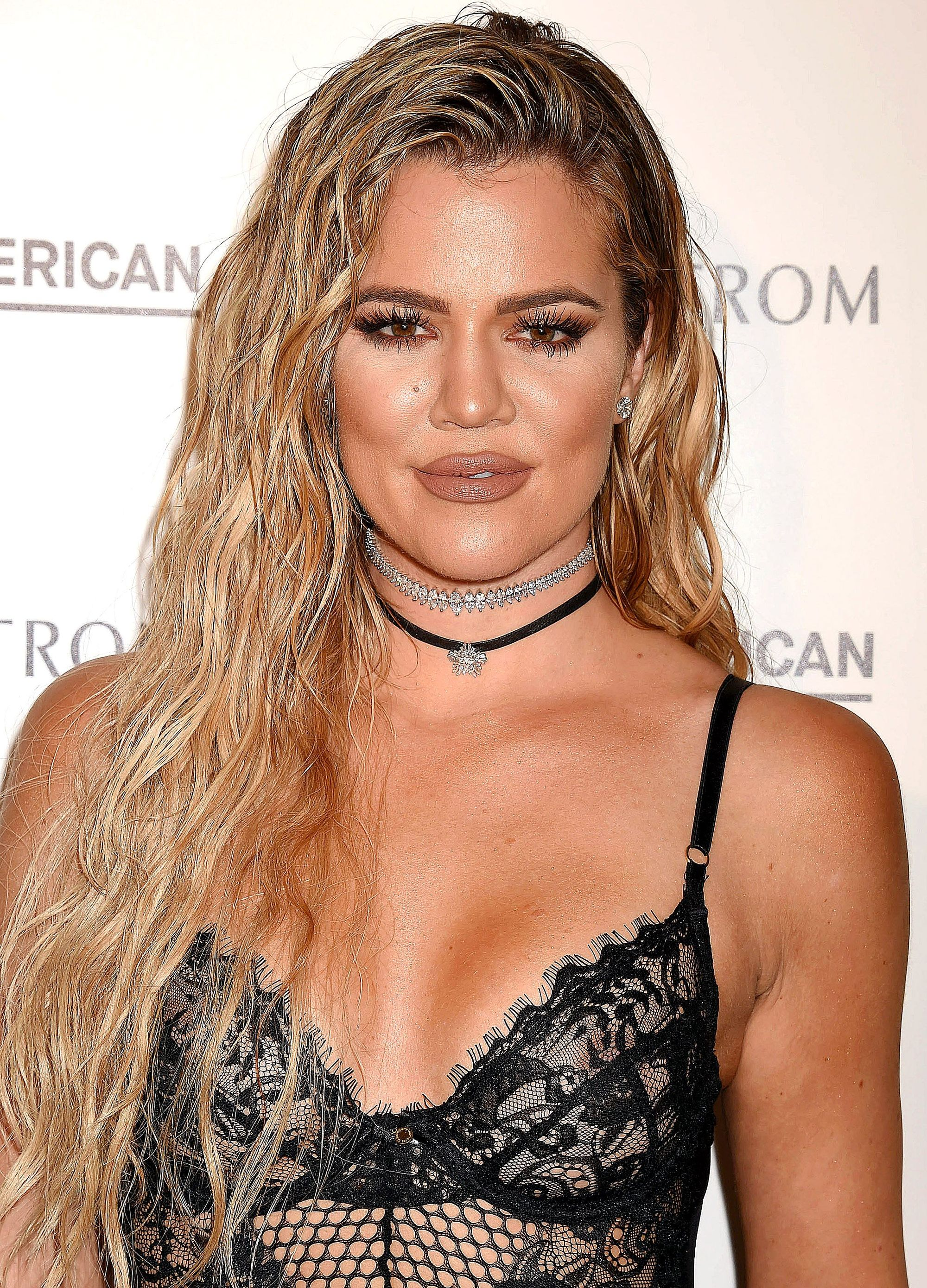Dirty blonde hair - Khloe Kardashian with long wavy hair swept to the side