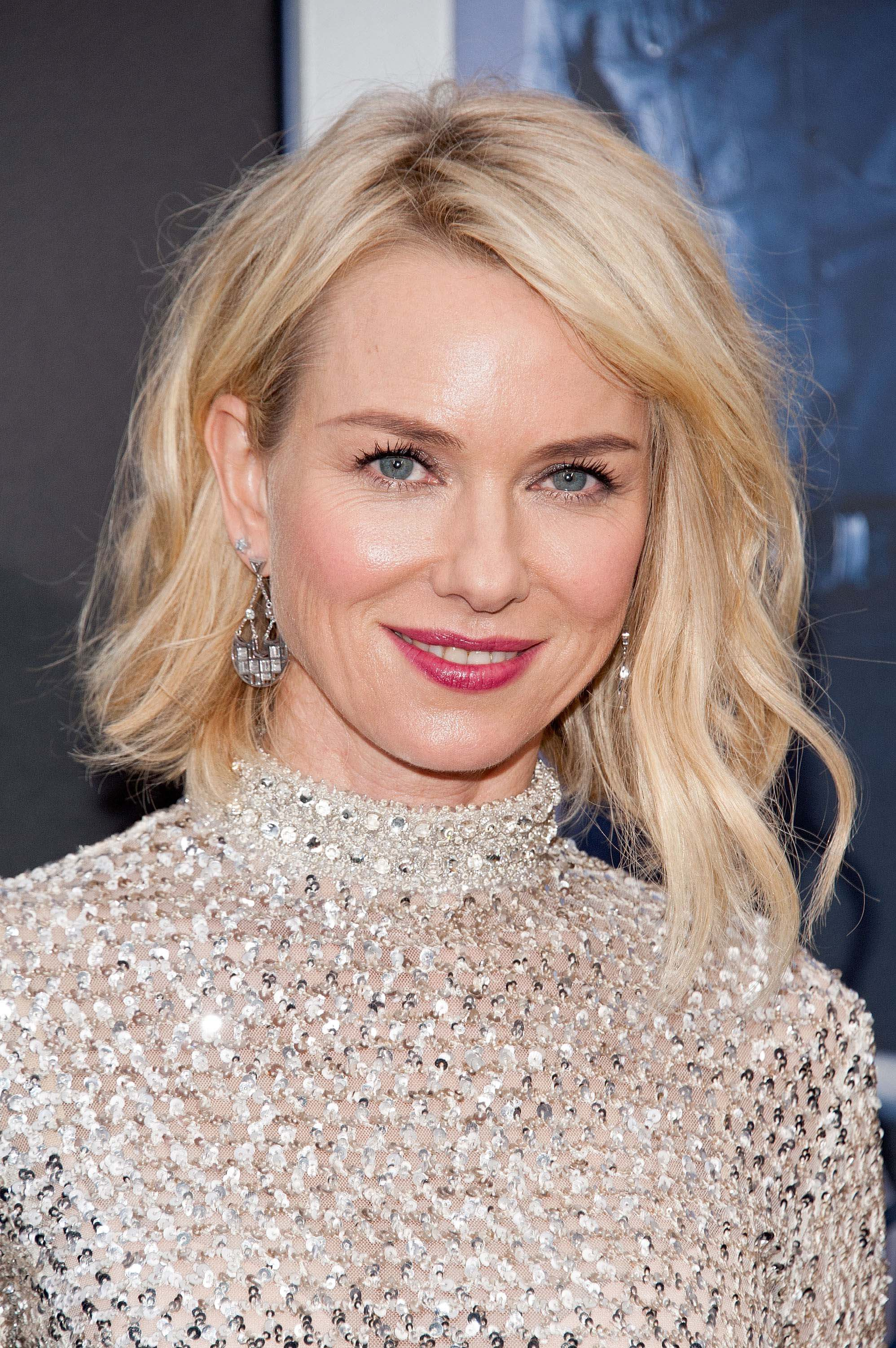 naomi watts graduated short bob hairstyles