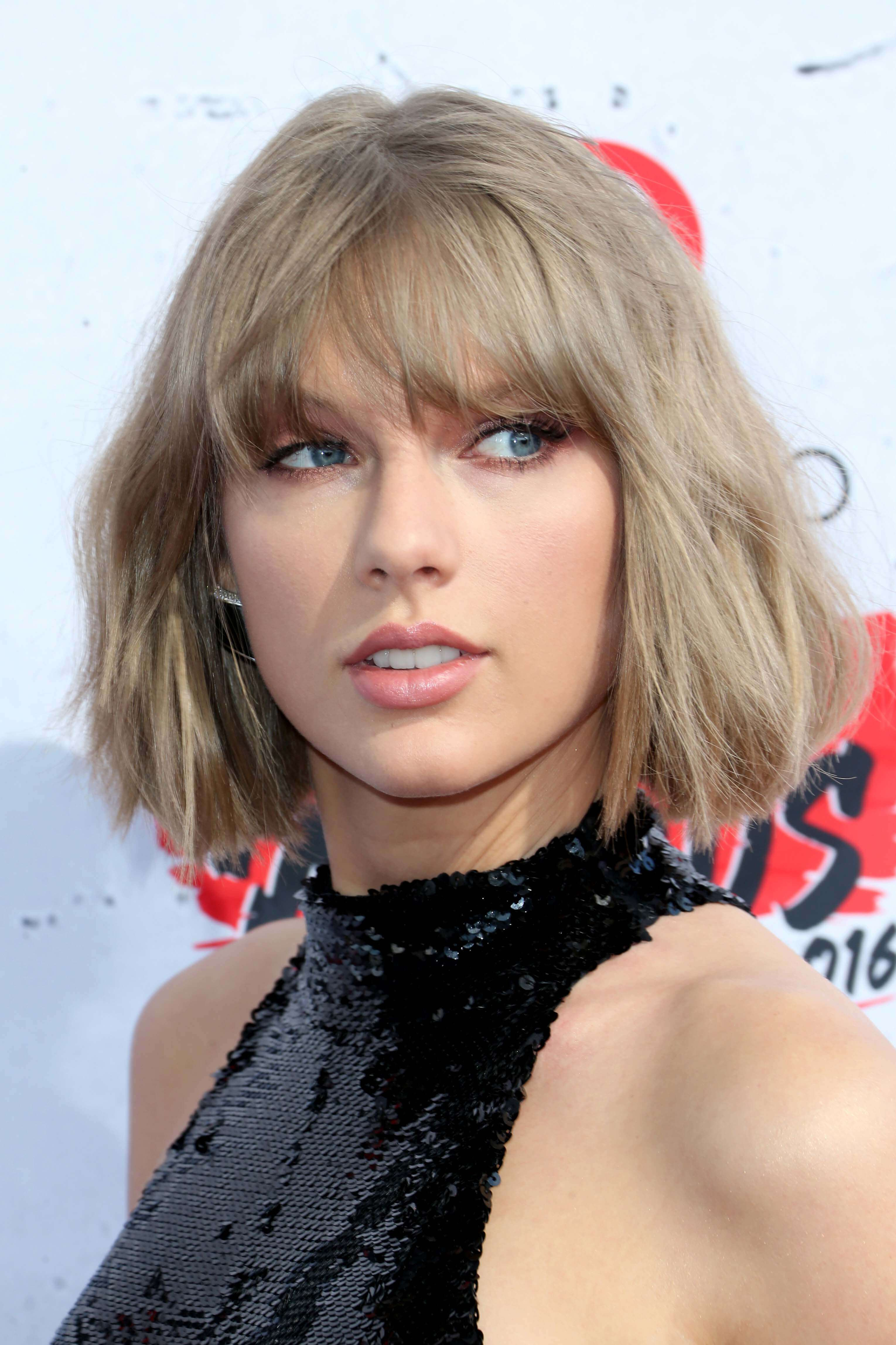 taylor swift bob with blunt bangs