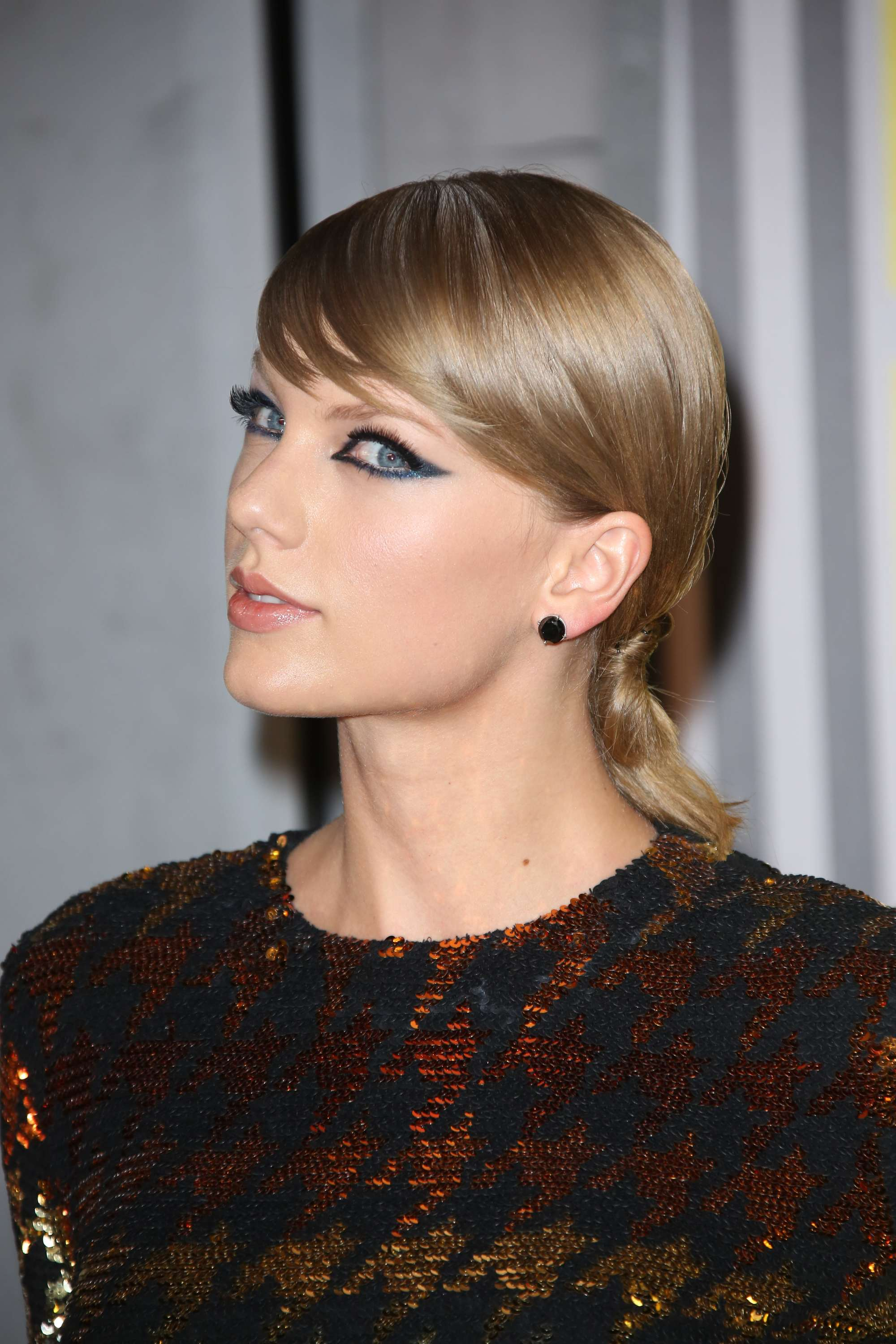 Dirty blonde hair - Taylor Swift smooth low updo with sweeping side bangs