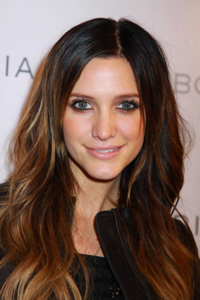 singer ahslee simpson with dark brown hair and subtle russet ombre