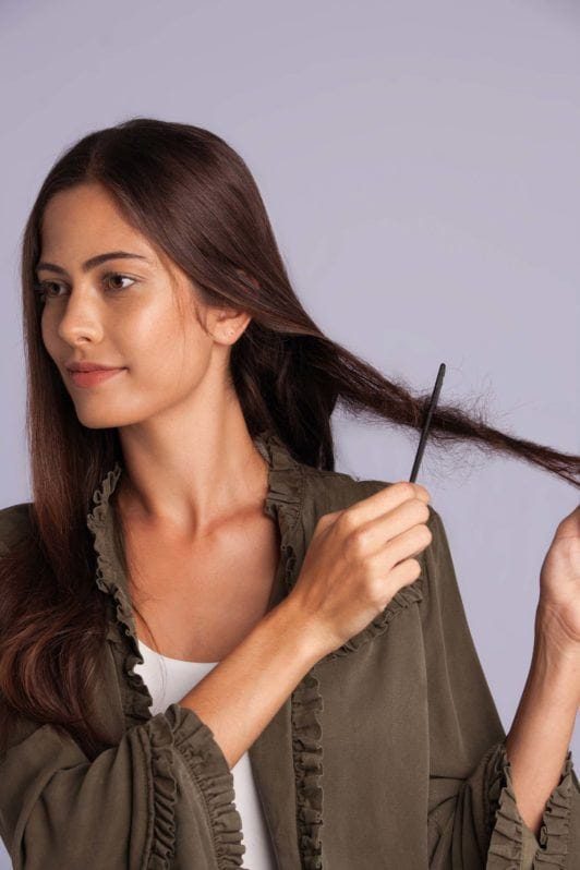 How to do fake dreads without extensions tutorial: Brunette model teasing her hair