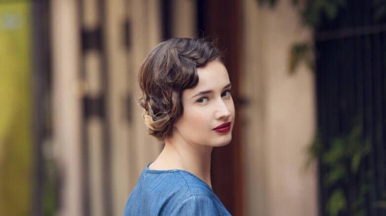 How to create '20s-inspired flapper hair front final look