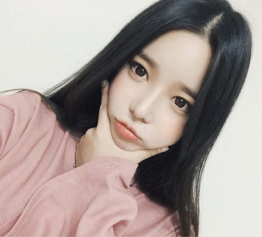 middle parting korean hairstyles for women