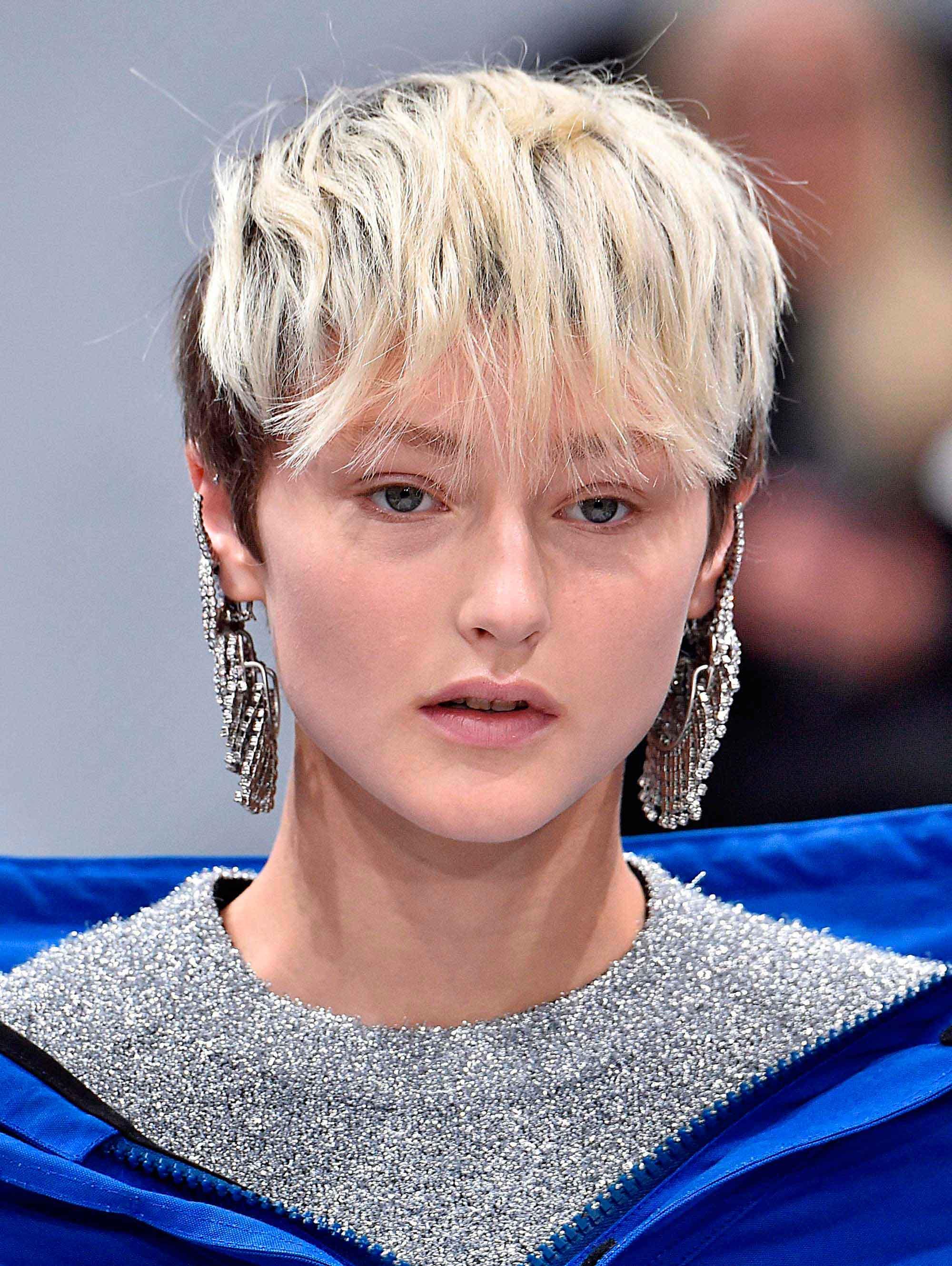 Pixie cuts for oval faces: Undercut pixie cut. Credit: Indigitalim
