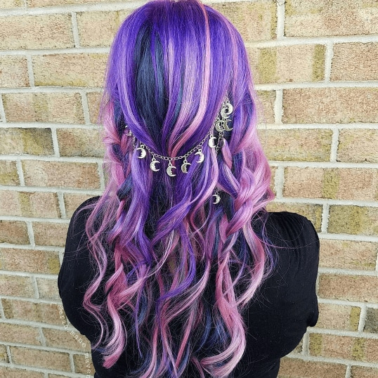 Boho hairstyles: Back view of woman with purple pink hair and boho inspired curls