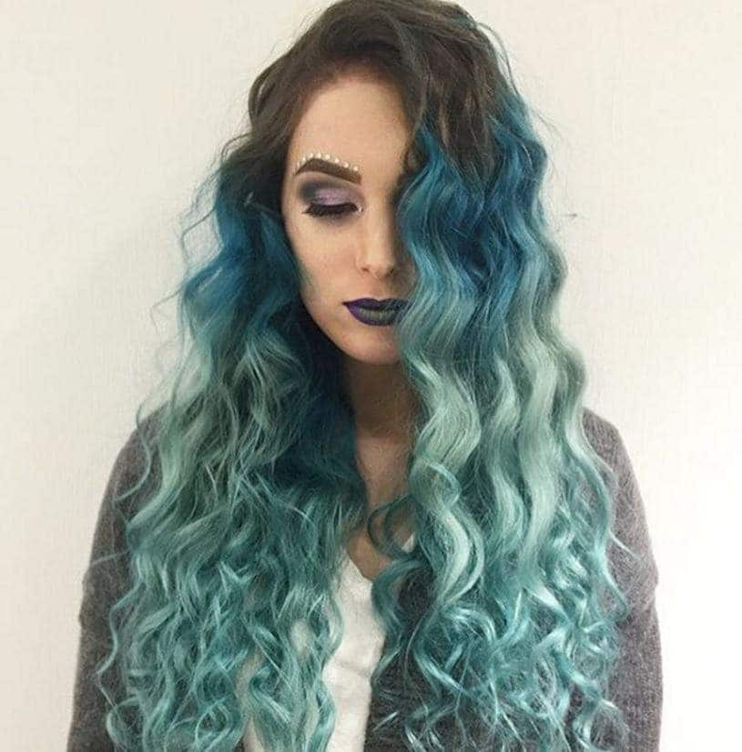 Mermaid blue green waves: Aquatic ombre from Instagram @mirrycat