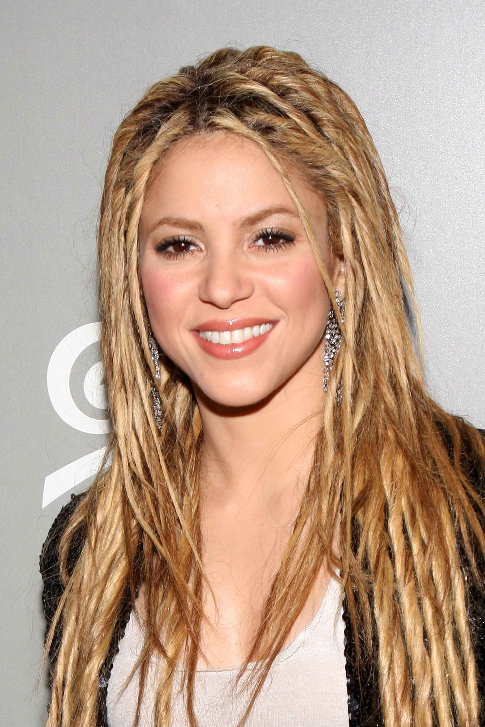 shakira dreadlock hairstyles with blonde hair