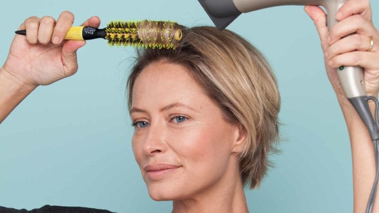 Easy hairstyles for short hair blow drying with a round brush