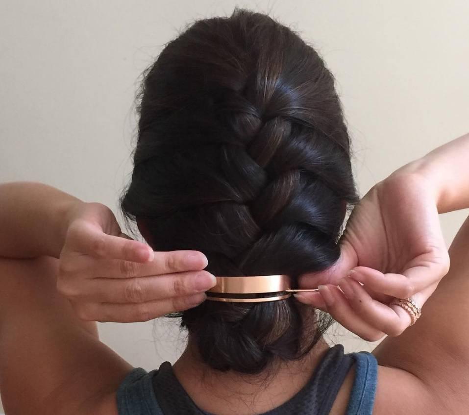 Bun hair: bun hair cuff trend dark hair