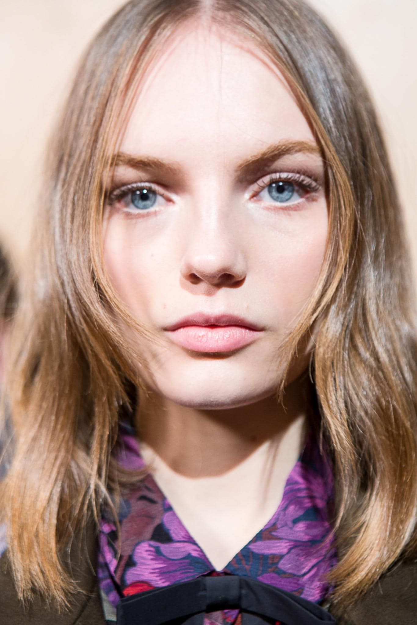 Hair glossing treatment: Woman with wavy light brown long bob at Coach FW19 show.