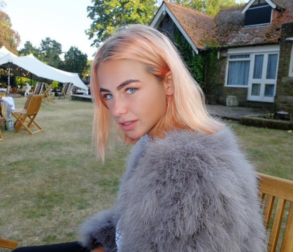 jess woodley peach hair
