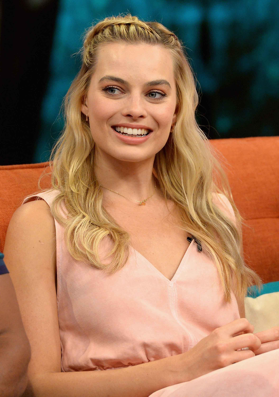 Margot Robbie hairstyles: Side braid and beachy waves
